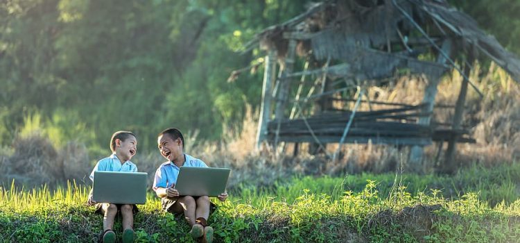 Three online tools to support young children in a multilingual context