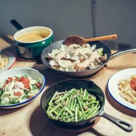 Language stimulation during meals